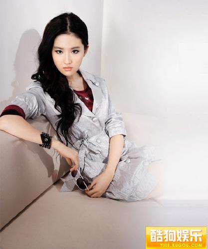 刘亦菲拍写真角色多变 潮女散发独特魅力