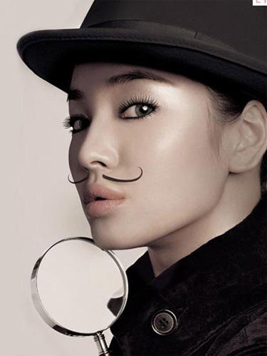 宋慧乔新咖啡广告曝光 贴胡须变男身俏皮可爱
