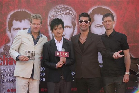 ...北京上海广州举行三场演唱会.著名歌手、音乐人李健出席了...