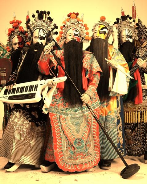 """小动物协会授予""""爱心大使""""殊荣,更被誉为""""中国最具人文关怀的摇滚乐队"""