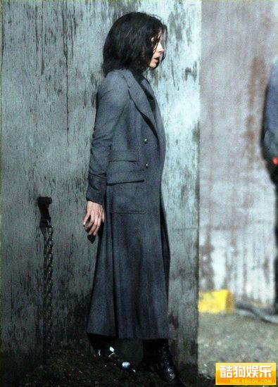 女主角被锁起来.《黑夜传说》以及续集《黑夜传说2:进化》...