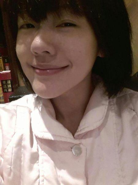 小s晒素颜照 网友赞白嫩似少女