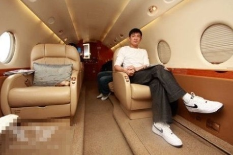 52岁刘德华豪掷2亿 为1岁爱女买私人飞机_酷狗娱乐