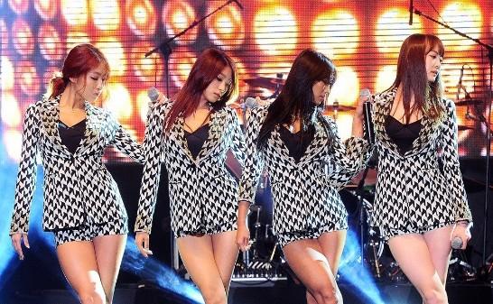 超短热裤跳辣舞;;