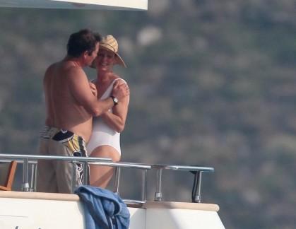 瑟曼与男友游艇调情 老式 泳装 巨奶下垂