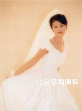 林心如早年婚纱照清纯 甜笑露可爱虎牙