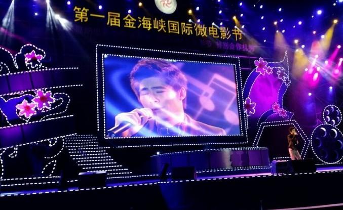 关喆携手师弟楚绪鹏 助阵电影节颁奖典礼图片
