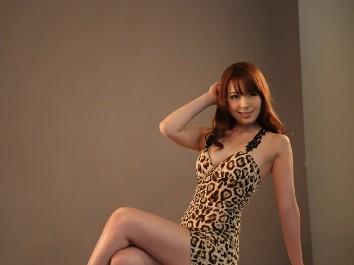 豹纹av_众多av女优现身菲律宾参加某活动,波多野结衣一袭低胸豹纹装性感现身.