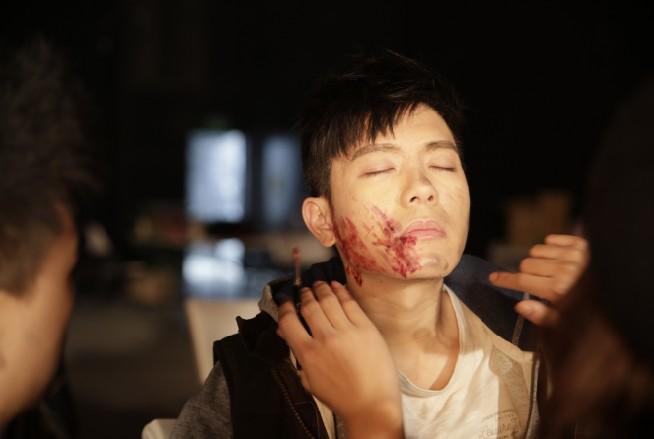 戏精扮猪吃老虎导演比尔贾笑骂:韦礼安根本是诈骗