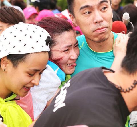 台湾众女星素颜领跑马拉松